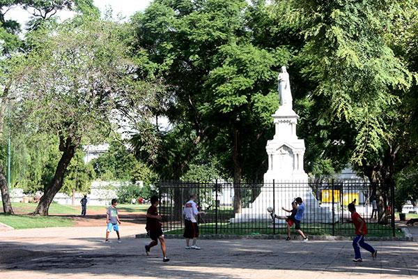 Football in the Parque Ameghino (photo: Terra Borody)