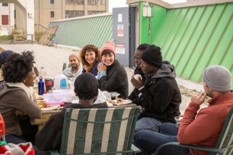Maria and participants enjoying lunch at the farm. (Photo: Koray Ersin)